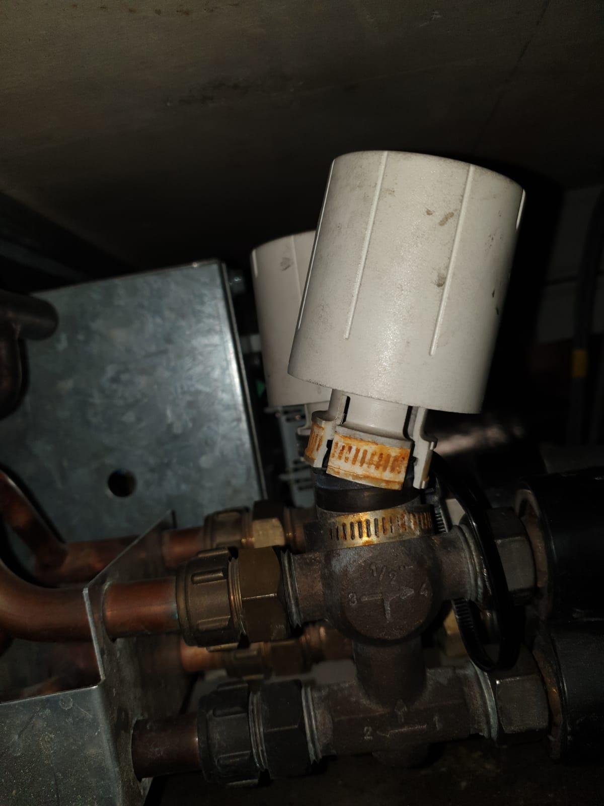 Broken actuator head of fan coil unit