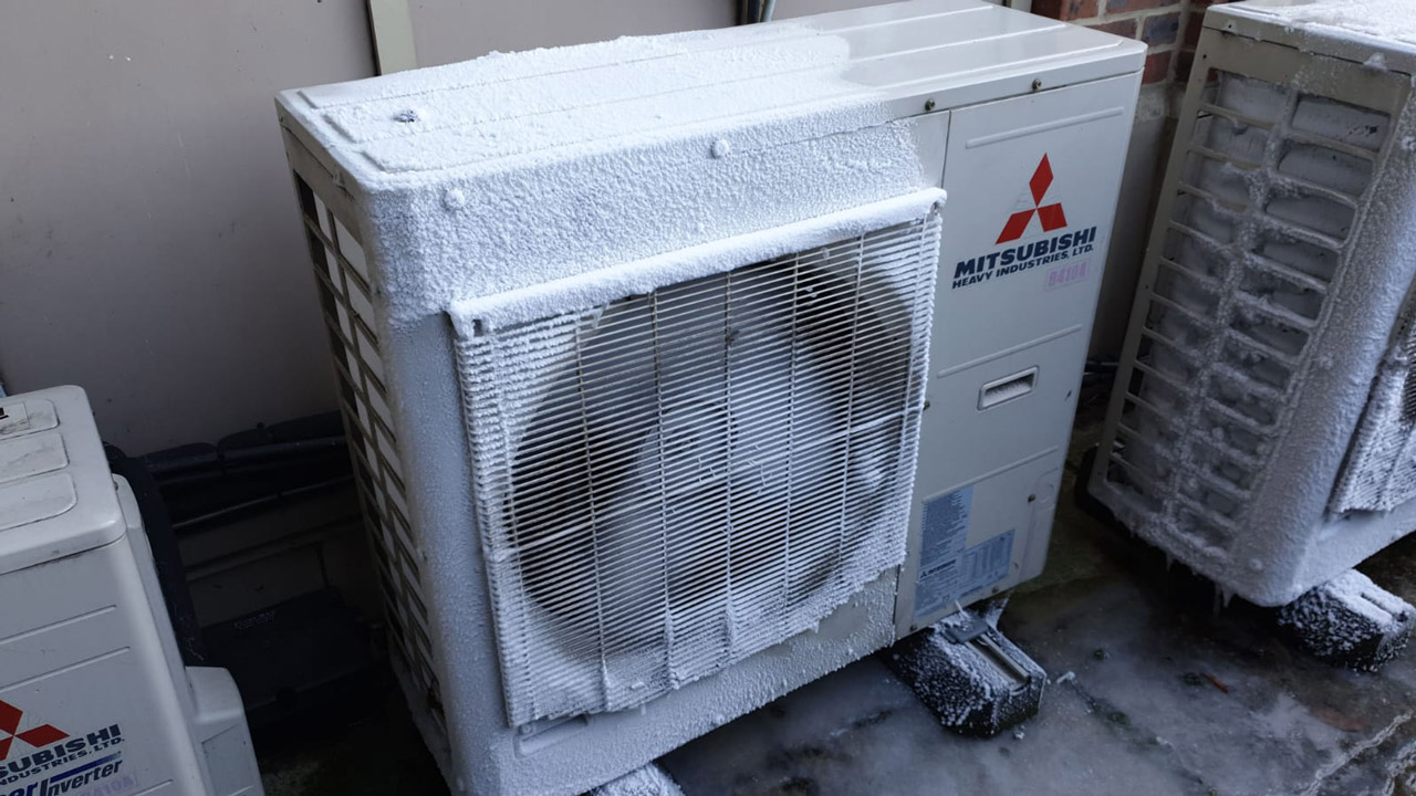 Heat-pumpswill-develop-frost-or-ice-on-the-outdoor-coils